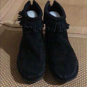 Minnetonka Black Leather Fringe Booties EUC